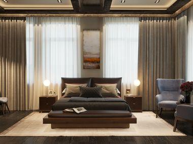 Интерьер спальни в загородном доме, кровать выполнена из слэба карагача